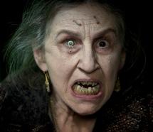 Die Zigeunerin mit dem Silberblick ist nicht gut drauf (Foto: Universal Pictures)