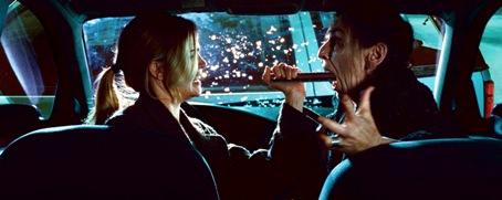 Mund auf und Ah sagen - Christine und Gegner im Nahkampf (Foto: Universal Pictures)
