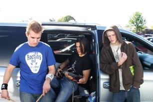 Schul-Punk Nash (Mitte) hat keinen Bock auf Abschlussball (Foto: Splendid Film)