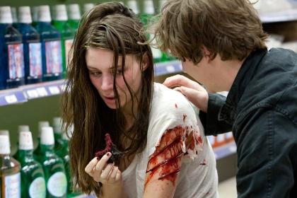 Aua, Nancy hat sich geschnitten (Foto: Warner Bros)