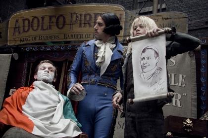 Signor Adolfo Pirelli (Sacha Baron Cohen, Mitte) tritt im Schnellrasieren gegen Sweeney Todd an (Foto: Warner Home Video)