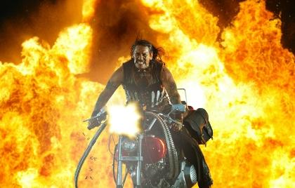 Machete steht auf heiße Reifen (Foto: Sony Pictures)