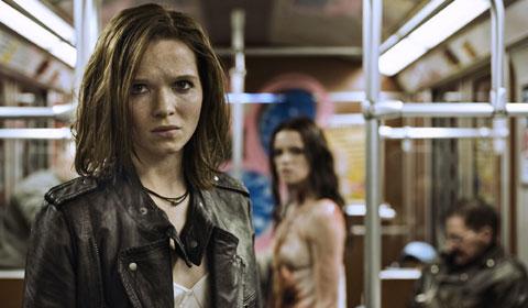 In einen Vampir verwandelt: Karoline Herfurth als Lena (Foto: Constantin Film)