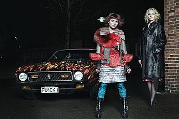 Heiße Bräute mit heißem Schlitten - Nora und Louise wollen los (Foto: Constantin Film)