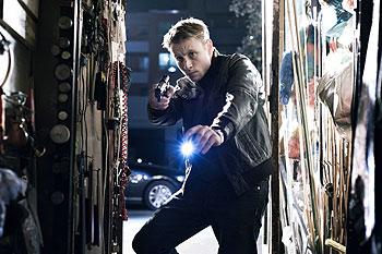 Polizist Tom (Max Riemelt) will Lena finden (Foto: Constantin Film)