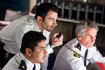 Detective Bowden (Mitte) versucht, die Lage zu kontrollieren (Foto: Universal Pictures)