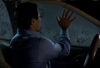 """Zeit für die Waschanlage - Lou Diamond Phillips in """"Fingerprints"""" (Foto: Epix Media)"""