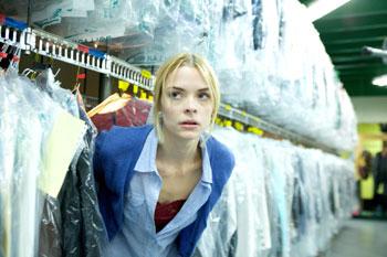 Beth mag keine schmutzige Wäsche (Foto: Kinowelt)