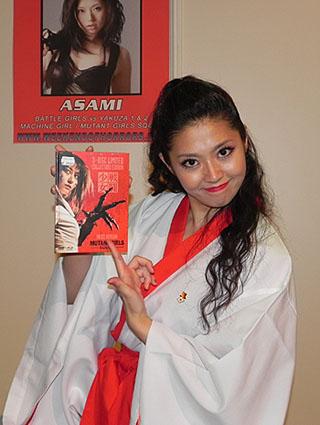 Asami präsentiert