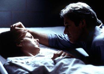 John Klein (Richard Gere) und seine Ehefrau Mary im Krankenhaus (Foto: Concorde Video)