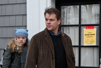 Mitch (Matt Damon) und seine Tochter Jory (Foto:Claudette Barius, Warner Bros)