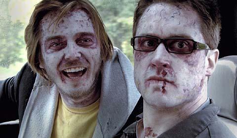 Brent (li.) und Mike müssen sich auf dem Weg zu Ellie durchfragen (Foto: Splendid Film)