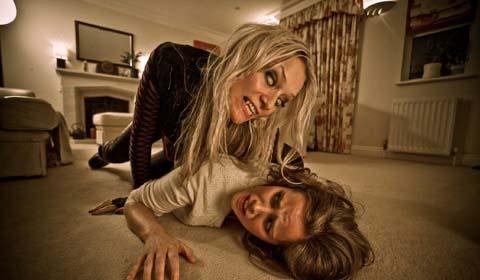 Moderne Vampire bleiben lieber auf dem Teppich (Foto: Splendid Film)