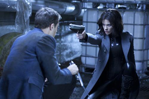 Die richtige Wumme darf beim vierten Underworld-Teil nicht fehlen (Foto: Sony Pictures)