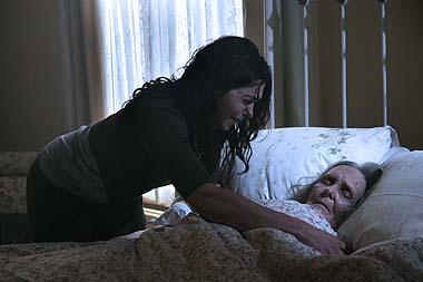 Claires Großmutter hat's gut. Sie muss den Film nicht weiterschauen (Foto: WVG Medien)