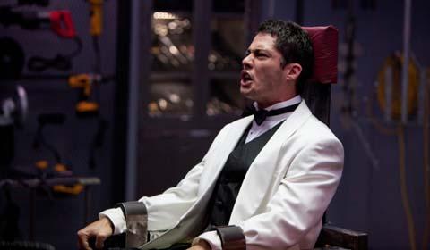 Scott fühlt sich gar nicht wohl auf dem heißen Stuhl (Foto: Sony Pictures)