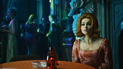 Dr. Julia Hoffman (Helena Bonham Carter) wäre gern unsterblich (Foto: Warner Bros.)