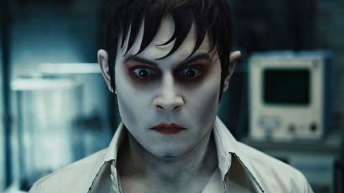 Die Hautfarbe ist normal - Vampir Barnabas gespielt von Johnny Depp (Foto: Warner Bros.)