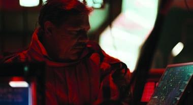 Claude-Oliver Rudolph als Igor Prokoff im Halbdunkel (Foto: Ascot Elite)