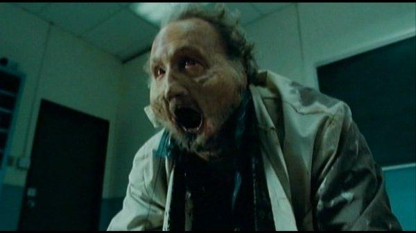 Gordon Crowley (Robert Englund) macht dicke Backen (Foto: Eurovideo)