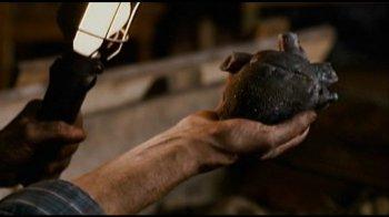 Wer braucht noch ein Herz? In Schwarz? (Foto: Eurovideo)