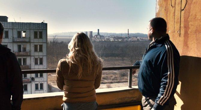 Da drüben ist also das Atomkraftwerk Tschernobyl (Foto: Warner Bros.)