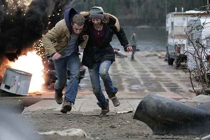 Kyle und Sonia müssen sich vor Mikes Ausbrüchen in Sicherheit bringen (Foto: Eurovideo)