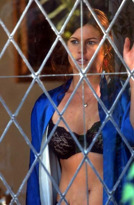 Schönsaufen mal anders: Nach dem Trunk ist Jackie die heiße Missis Hyde (Foto: Infopictures)