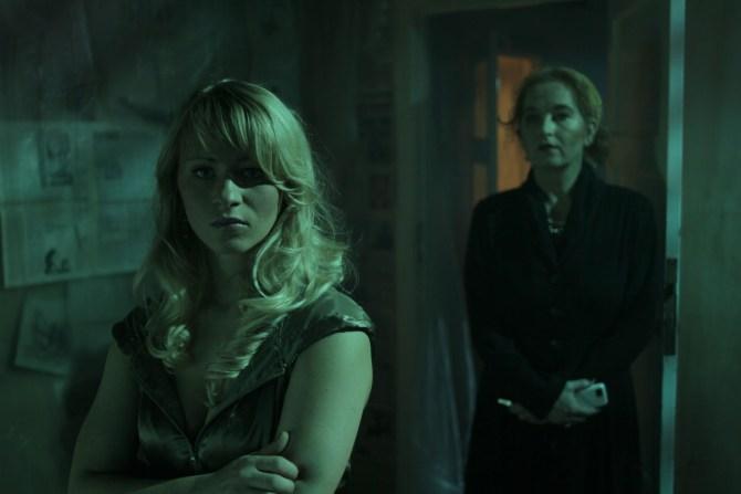 Stella (Susen Ermich) muss eine Entscheidung treffen - nicht so einfach (Foto: Stormlight Films / Anolis Entertainment)