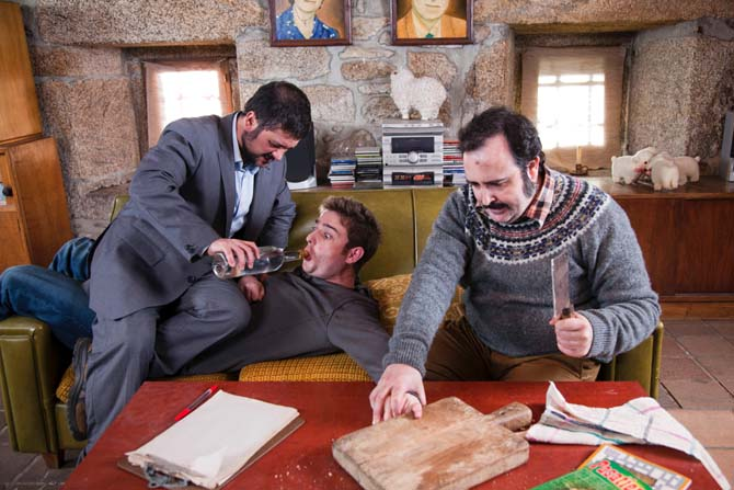 Kaum reicht Tomás seinen Freunden mal den kleinen Finger ... (Foto: Senator Home Entertainment)
