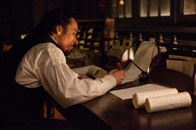 Bei Poe läuft's nicht so mit dem Schreiben (Foto: Universum Film)