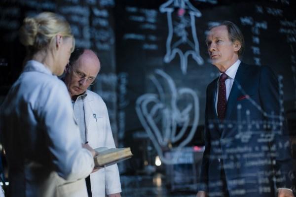 Geheime Gespräche im geheimen Labor (Foto: Sony Pictures)