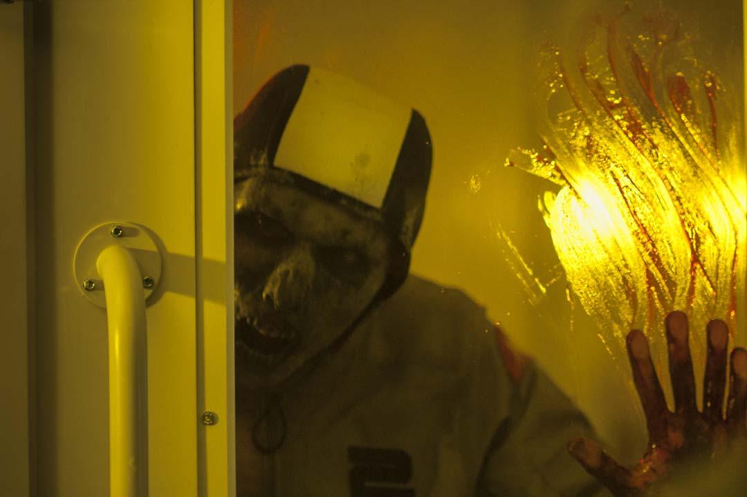 Ein Zombie mit Badekappe - auf dem Mars ist so einiges möglich (Foto: Universum Film)