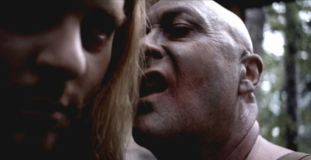 Der hässliche Glatzkopf spielt auch eine Rolle. Nur welche? (Foto: Tiberius Film)