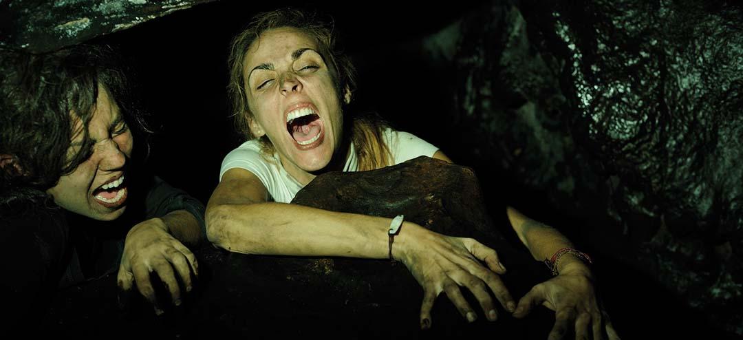Die Höhle kann ihr Grab werden. Sie schreien vor Unglück (Foto: Ascot Elite)