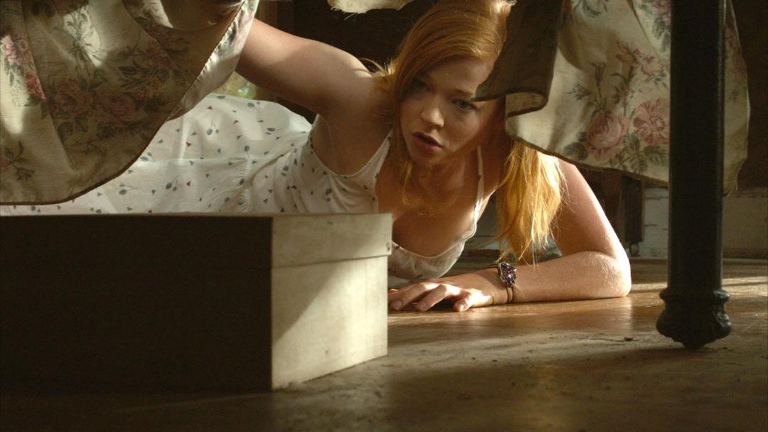 Jessie auf Entdeckungstour (Foto: Koch Media)
