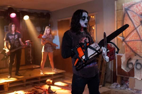 Pflicht auf jeder Horror-Metal-Party: Das Alice-Cooper-Gedächtnis-Make-up (Foto: Tiberius Film)