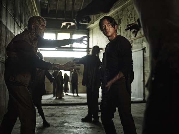 Zombies grapschen auch mal gerne (Foto: WVG Medien)
