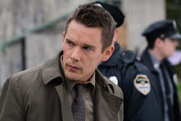 Polizist Bruce Kenner weiß manchmal nicht, was los ist (Foto: WVG Medien)