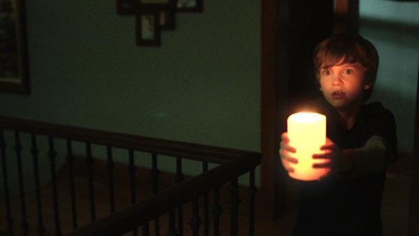 Warte, ich bringe das Licht (Foto: Warner Bros)