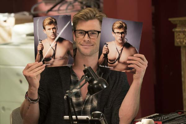 Kevin hat seine Bewerbungsfotos mitgebracht (Foto: Sony Pictures)