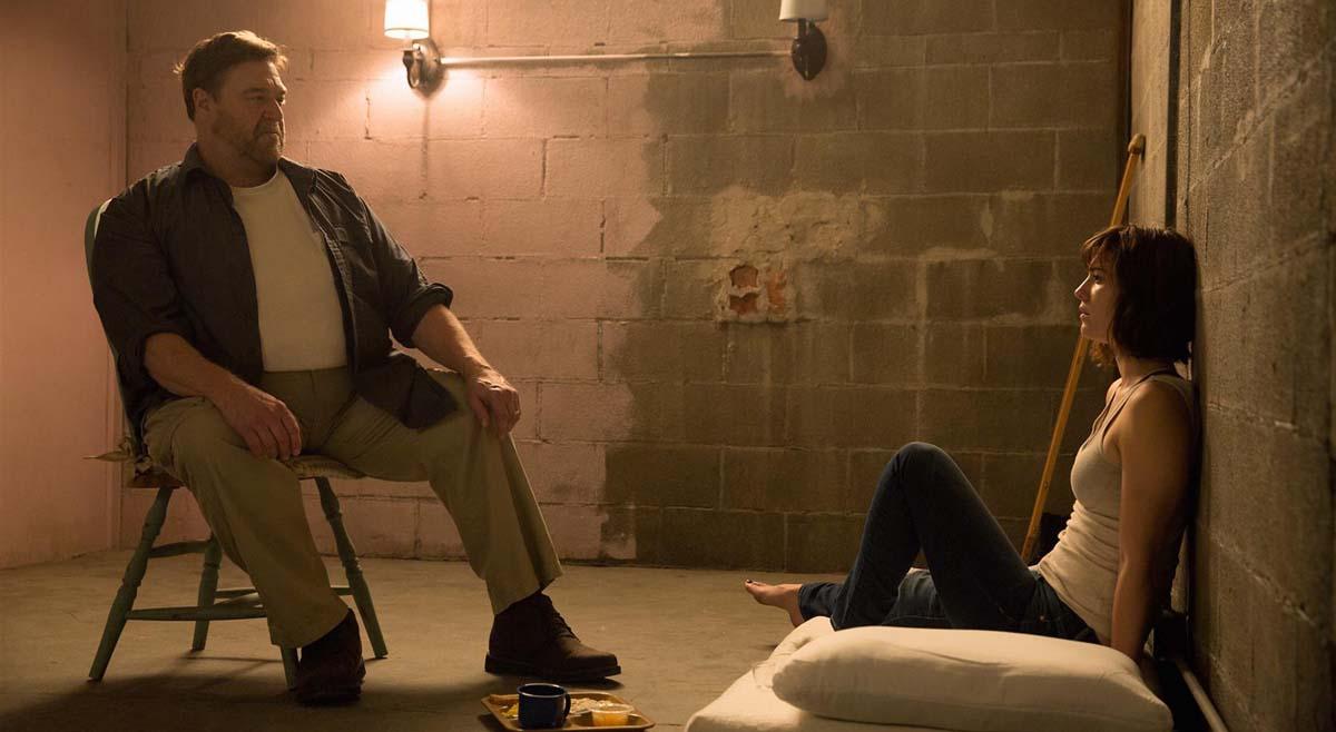 Unterirdischer Luxus: Die Ausstattung von Michelles Zimmer im Bunker lässt zu wünschen übrig. Oder ist es doch eher eine Zelle? (Foto: Universal Pictures)