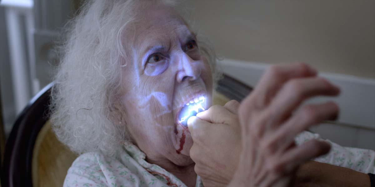 """Soooo, und nun den Mund weit öffnen und """"Aaaaaah"""" sagen (Foto: Fantasy Filmfest / Tiberius Film)"""