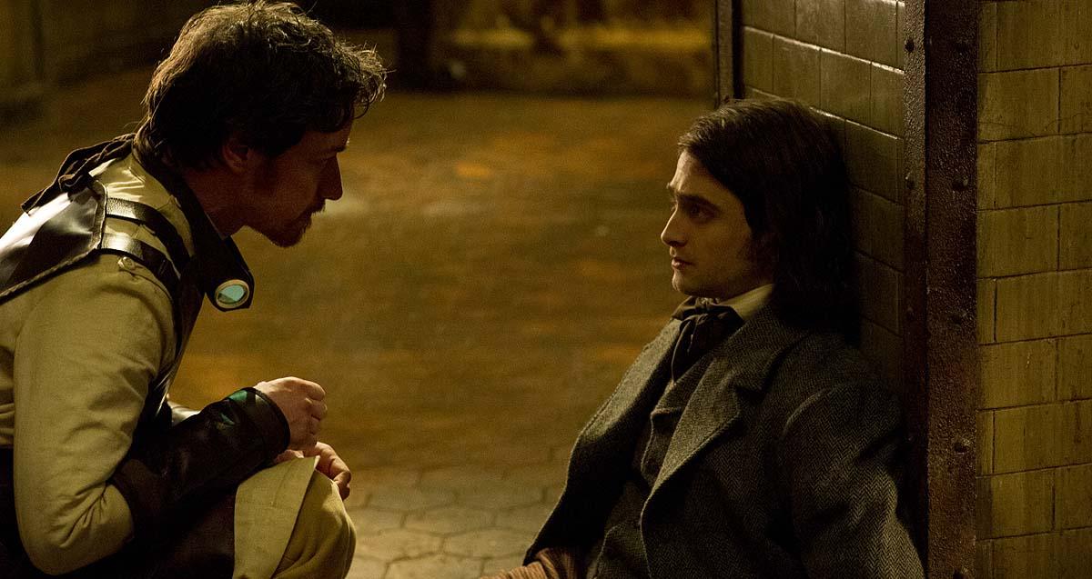 Victor (links) und Igor haben etwas zu besprechen (Foto: 20th Century Fox)