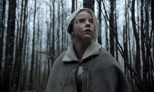 Die junge Thomasin allein im Wald (Foto: Universal Pictures)