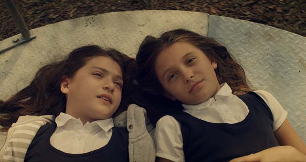 Lucie und Anna träumen von der Zukunft (Foto: Tiberius Film)
