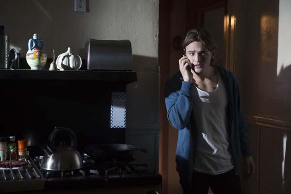 Das Handy spielt eine wichtige Rolle in dem Film (Foto: Universum Film)