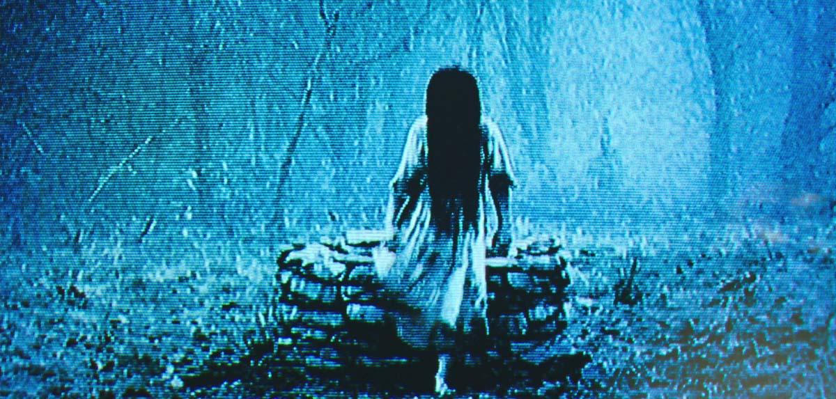 Sie ist wieder da: Samara entsteigt dem altbekannten Brunnen (Foto: Paramount/Universal Pictures)