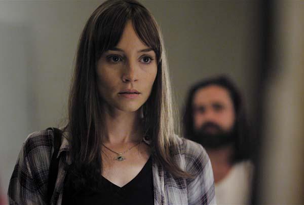 Fest im Blick: Kate will das Todes-Rätsel um ihre Schwester lösen (Foto: Eurovideo)