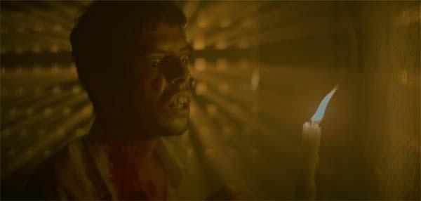 Licht im Dunkel: Auch mit Kerze ist Nico nicht der Hellste (Foto: Pierrot Le Fou)